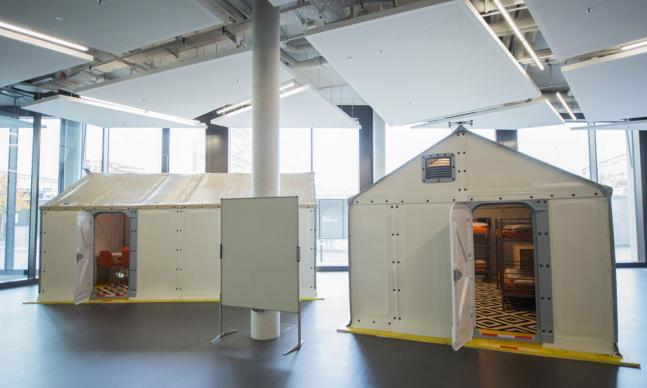 ikea shelters for refugees hallenansicht
